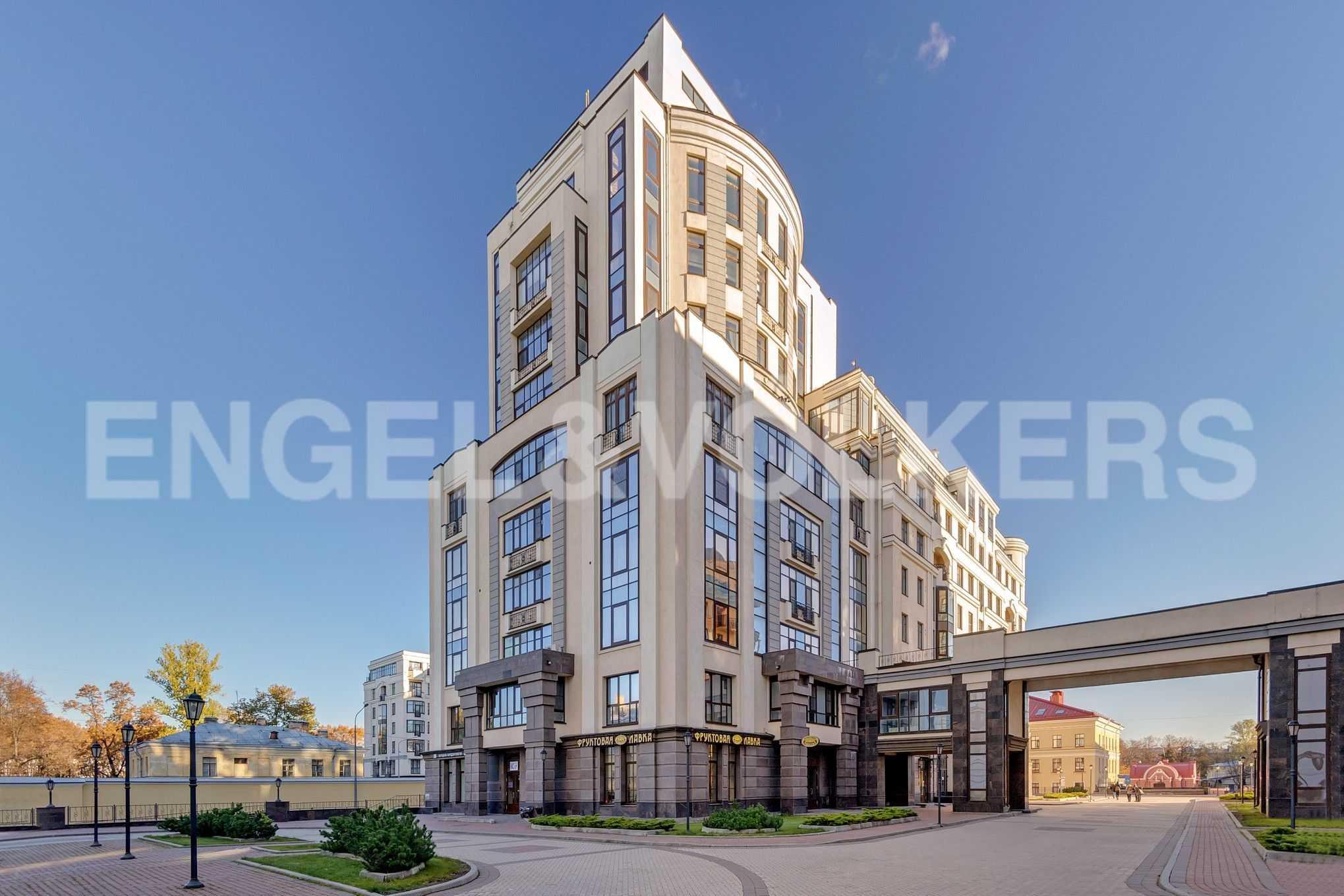 Элитные квартиры в Центральном районе. Санкт-Петербург, Парадная, 3. Фруктовая лавка на территории комплекса