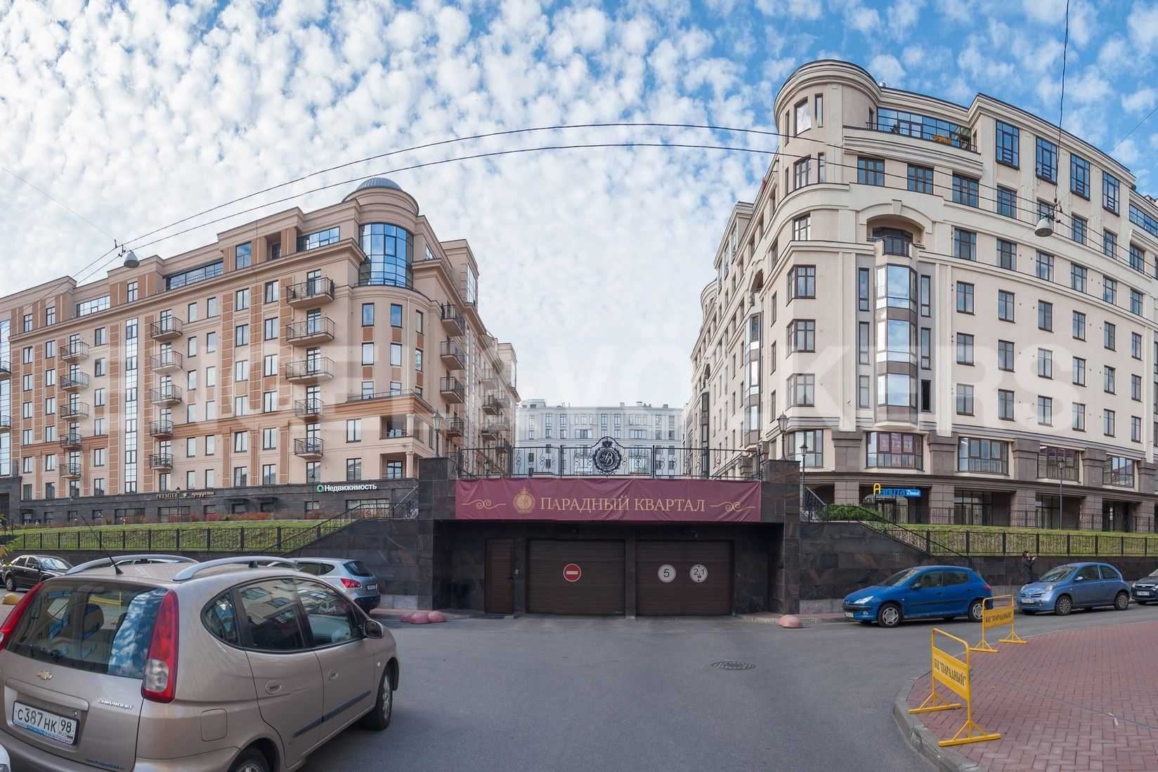 Элитные квартиры в Центральном районе. Санкт-Петербург, Парадная, 3. Въезд в подземный паркинг комплекса