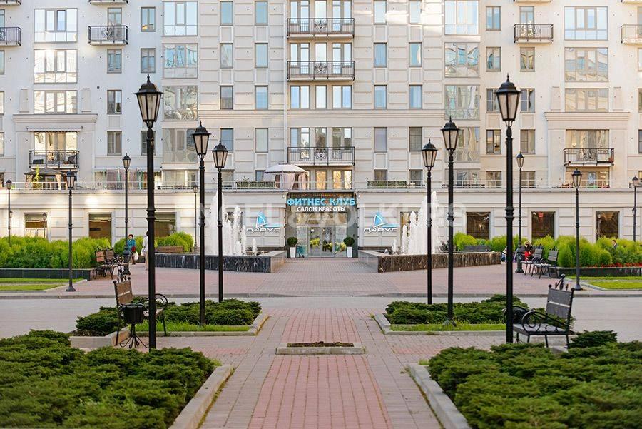 Элитные квартиры в Центральном районе. Санкт-Петербург, Радищева, 39. Фитнес клуб Парус с бассейном на территории комплекса