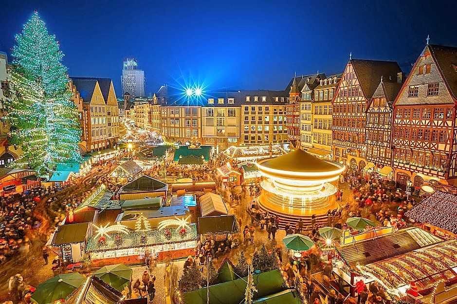 Огромная Рождественская елка - Франкфурт, Германия