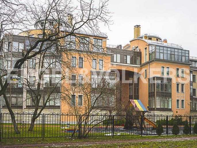 Элитные квартиры на . Санкт-Петербург, Морской пр., 11. Современный комплекс в стиле постмодерна