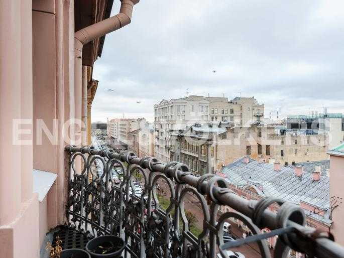 Элитные квартиры в Центральном районе. Санкт-Петербург, Захарьевская ул., 16. Вид с балкона в сторону Таврического сада