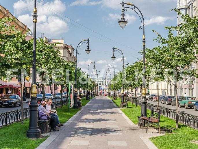 Прогулочный бульвар проспекта Чернышевского