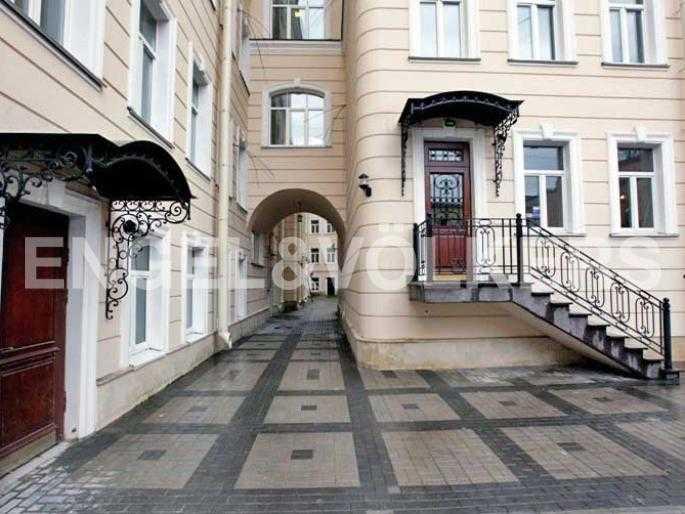 Элитные квартиры в Центральном районе. Санкт-Петербург, Английский пер., 29. Придомовая территория
