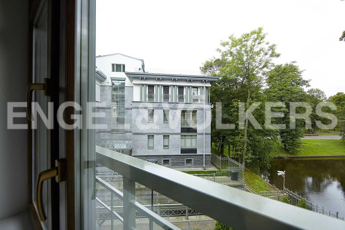 Элитные квартиры на . Санкт-Петербург, 2-ая Березовая аллея, 13-15. Вид из окна на Большой канал