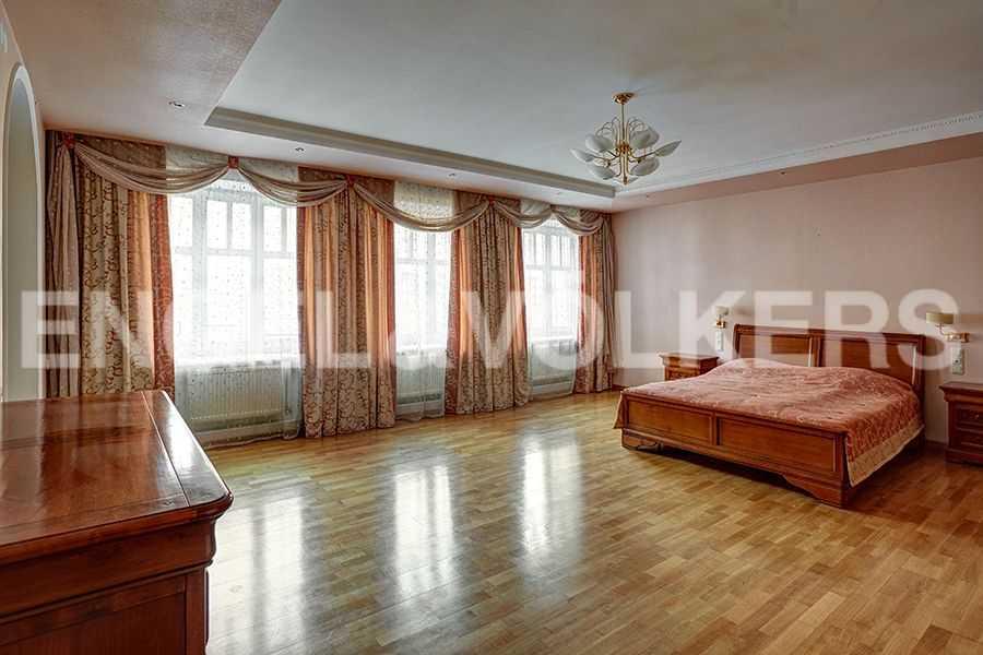 Элитные квартиры в Центральный р-н. Санкт-Петербург, пл. Искусств, 5. Хозяйская спальня