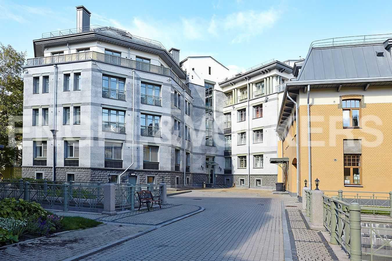 Элитные квартиры на . Санкт-Петербург, 2-ая Березовая аллея, 13-15. Территория комплекса