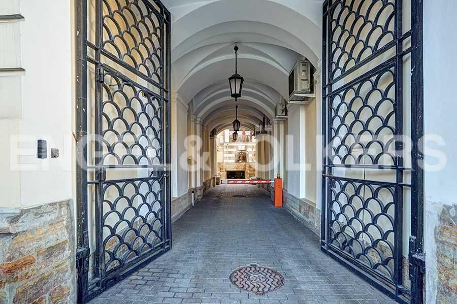 Элитные квартиры в Центральном районе. Санкт-Петербург, пл. Искусств, 5. Въезд во двор
