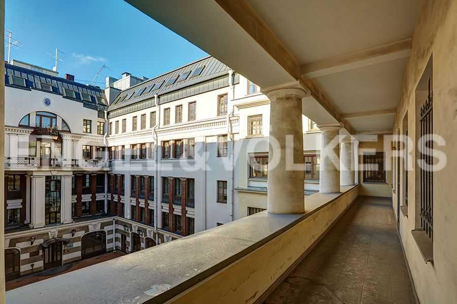 Элитные квартиры в Центральном районе. Санкт-Петербург, пл. Искусств, 5. Балкон