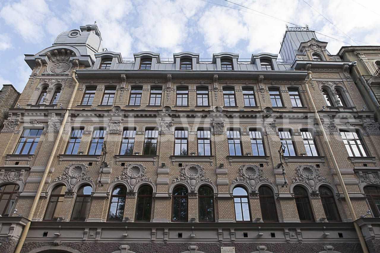 Элитные квартиры в Центральном районе. Санкт-Петербург, наб. Адмиралтейского канала, 15. Фасад комплекса с Галерной улицы