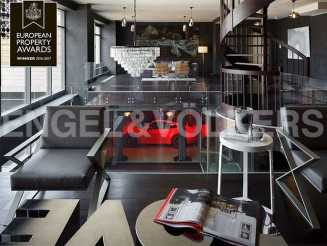 «Особняк Кушелева-Безбородко» — двухуровневая квартира-лофт с автолифтом
