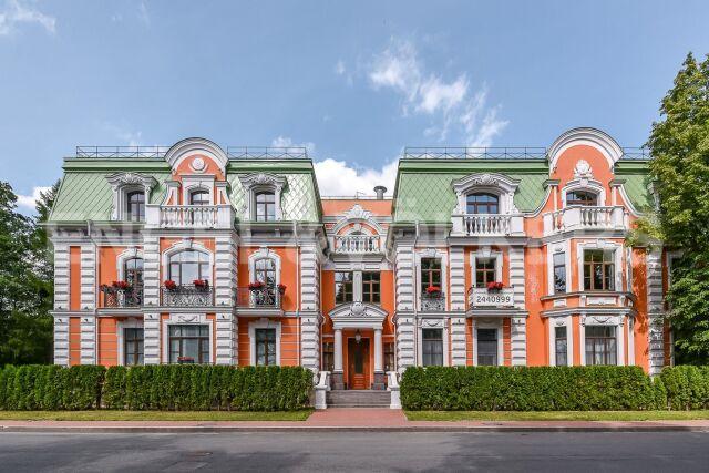 Клубный дом Del'Arte – резиденция с изысканным эркером и французскими балконами в тишине Каменного острова