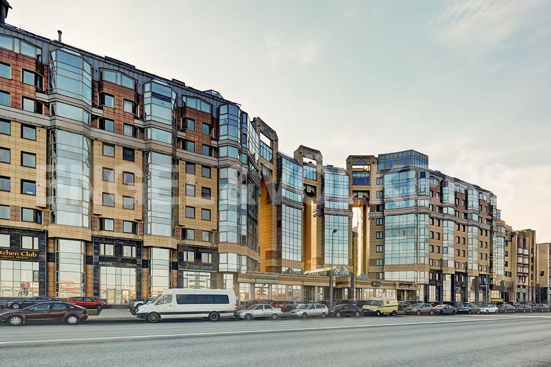 Элитные квартиры в Центральном районе. Санкт-Петербург, Воскресенская наб., 4. Фасад здания со стороны Воскресенской набережной