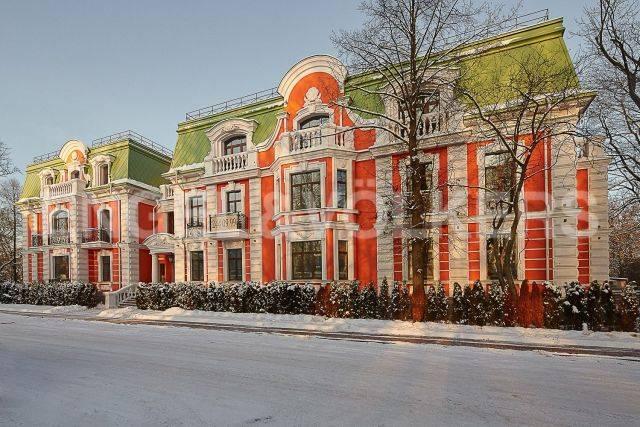 Клубный дом Del'Arte — резиденция с изысканным эркером и французскими балконами в тишине каменного острова
