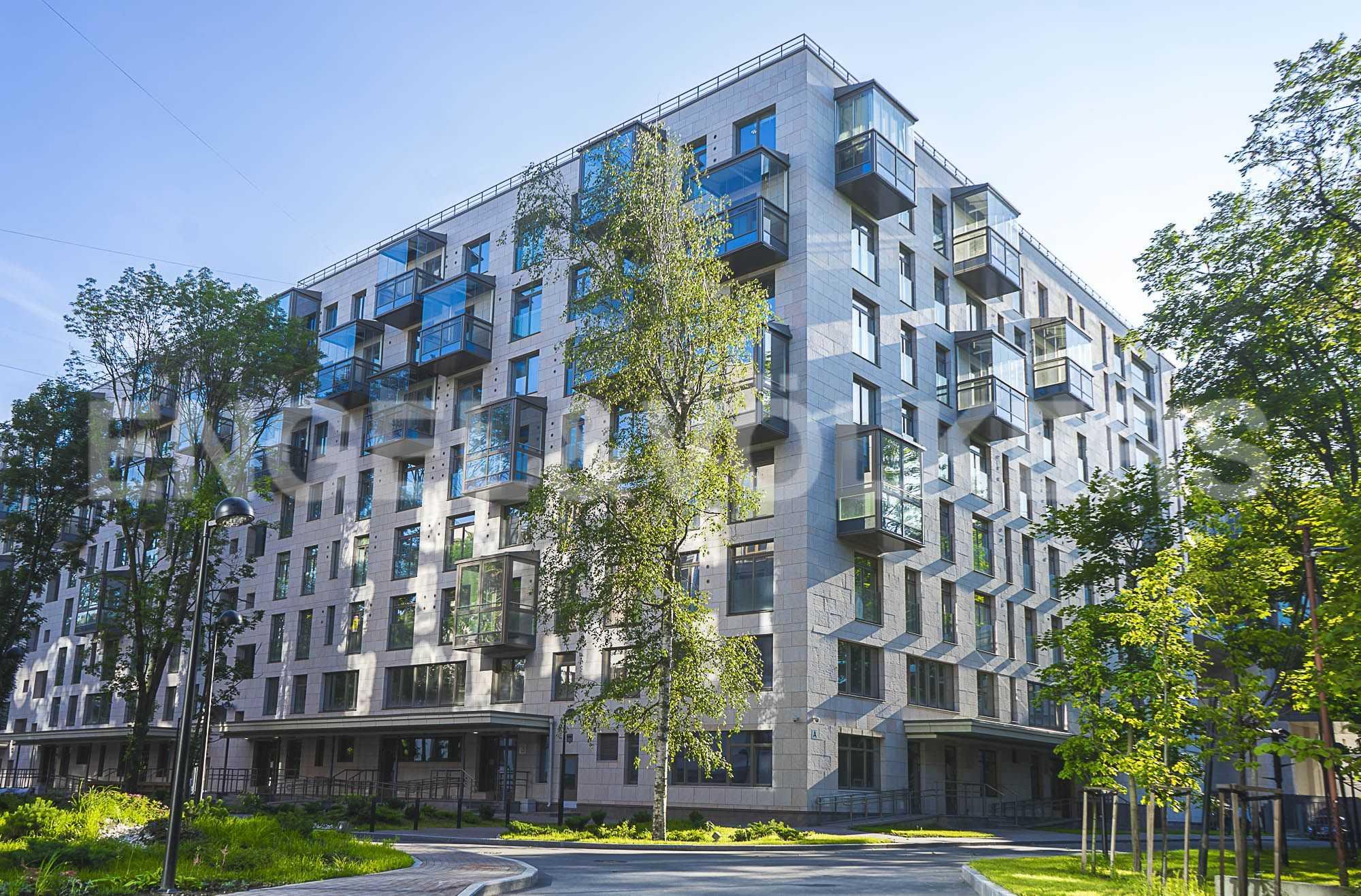 Элитные квартиры в Центральном районе. Санкт-Петербург, ул.Смольного, 4. Фасад дома