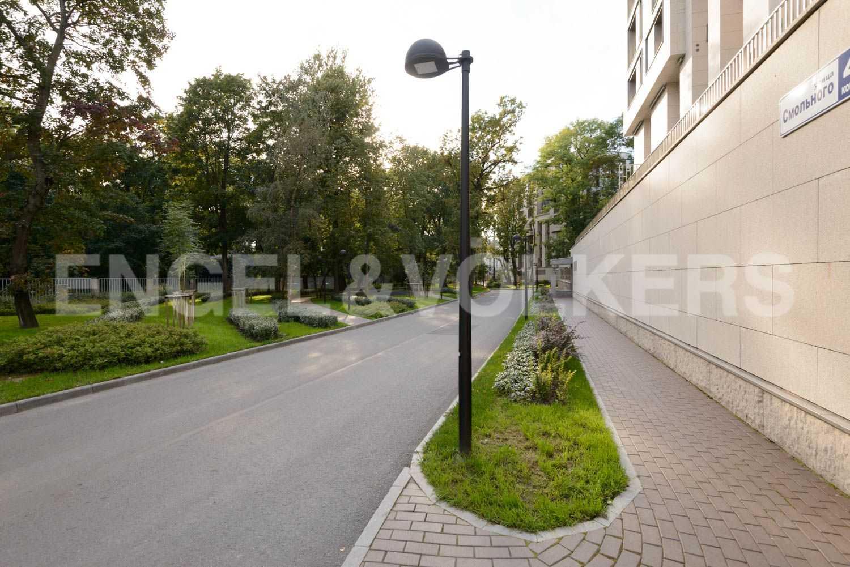 Элитные квартиры в Центральном районе. Санкт-Петербург, ул.Смольного, 4. Закрытая благоустроенная территория