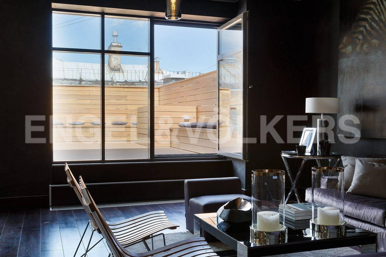 Элитные квартиры в Центральном районе. Санкт-Петербург, наб. Кутузова, 24. Выход на открытую террасу