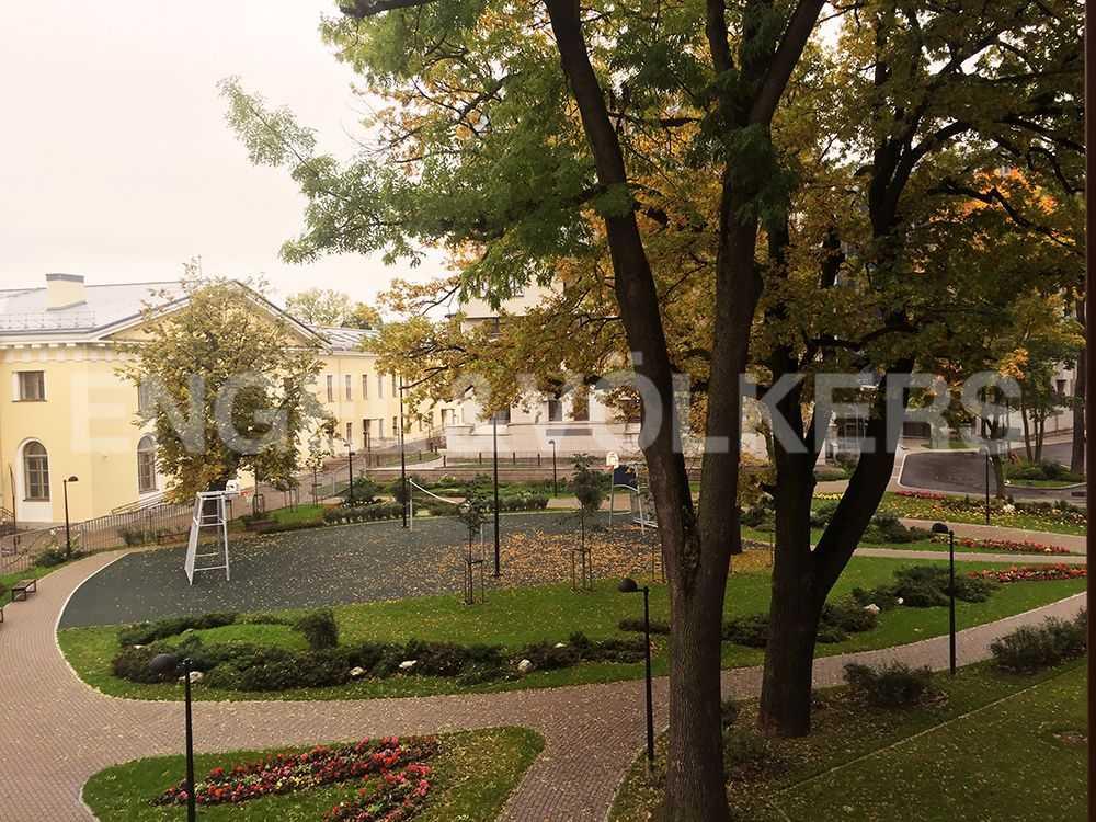 Элитные квартиры в Центральном районе. Санкт-Петербург, Смольная наб.,8. Вид из окна