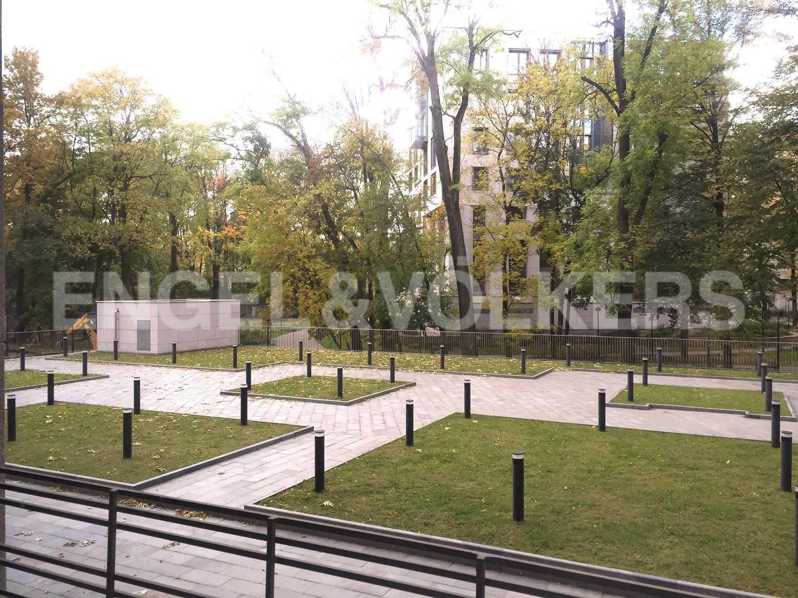 Элитные квартиры в Центральном районе. Санкт-Петербург, ул.Смольного, 4. Вид из окна