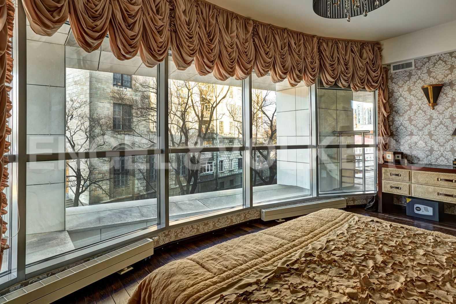 Элитные квартиры в Петроградском районе. Санкт-Петербург, Песочная наб. 18. Вид из спальни