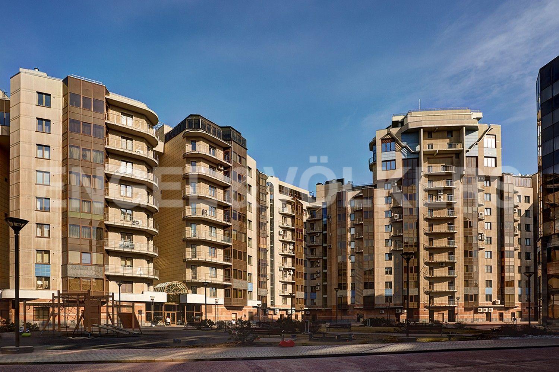 Элитные квартиры в Центральном районе. Санкт-Петербург, Воскресенская наб., 4. Фасад здания с внутренней территории комплекса