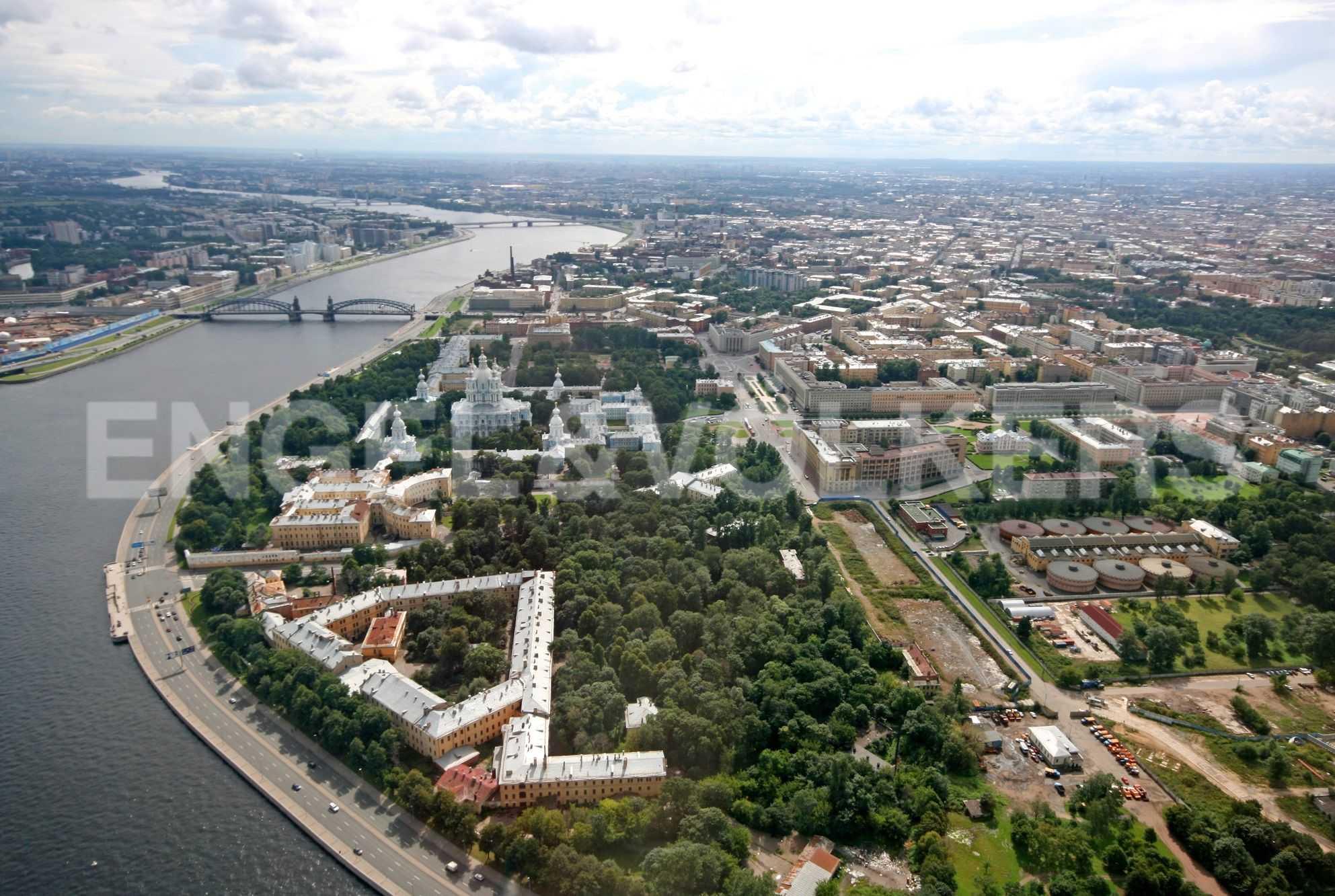 Элитные квартиры в Центральном районе. Санкт-Петербург, ул.Смольного, 4. Комплекс: вид сверху