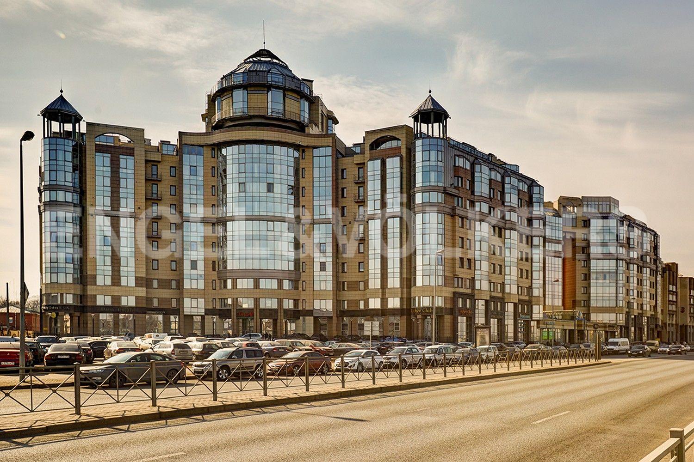 Элитные квартиры в Центральном районе. Санкт-Петербург, Воскресенская наб., 4. Фасад здания со стороны набережной