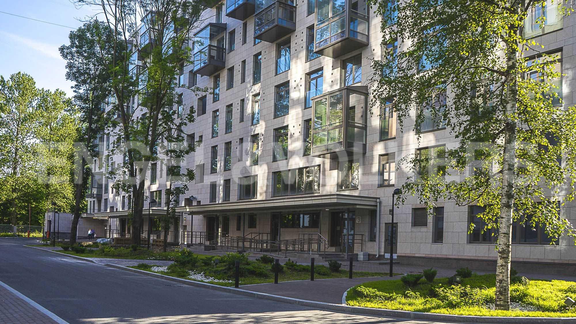 Элитные квартиры в Центральном районе. Санкт-Петербург, ул.Смольного, 4. Придомовая территория комплекса