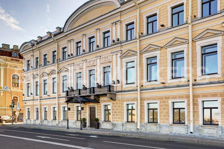 Элитные квартиры в Центральном районе. Санкт-Петербург, наб. Кутузова, 24. Фасад дома с наб. Кутузова
