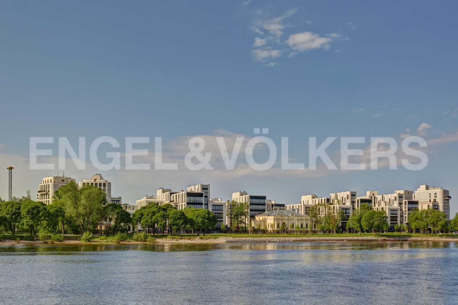 Элитные квартиры на . Санкт-Петербург, наб. Мартынова, 74. Фасад комплекса с реки