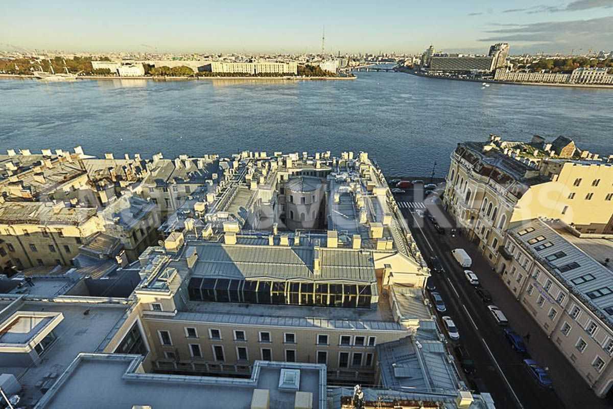 Элитные квартиры в Центральном районе. Санкт-Петербург, наб. Кутузова, 24. Вид на угловую террасу и панораму Невы