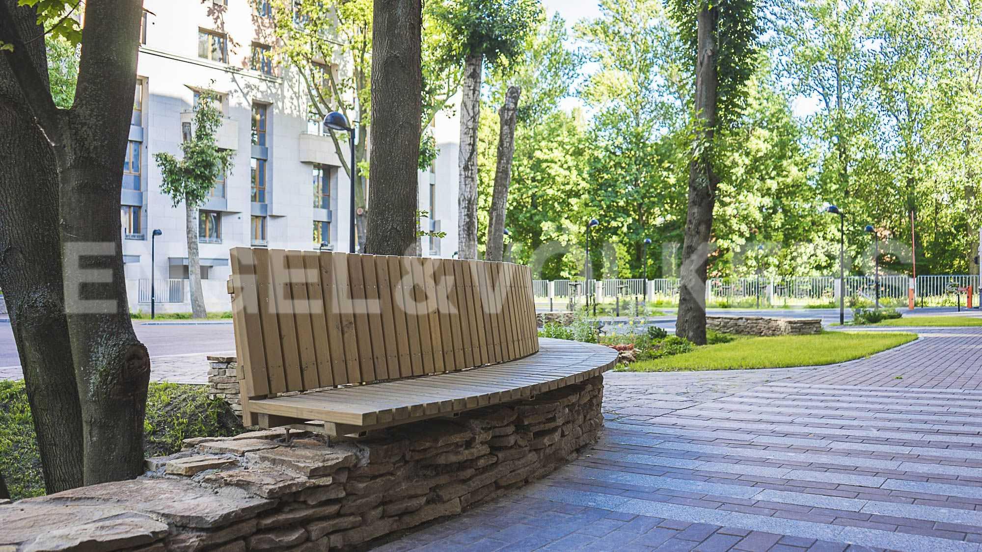 Элитные квартиры в Центральном районе. Санкт-Петербург, Смольная наб.,8. Зона отдыха на внутренней территории комплекса