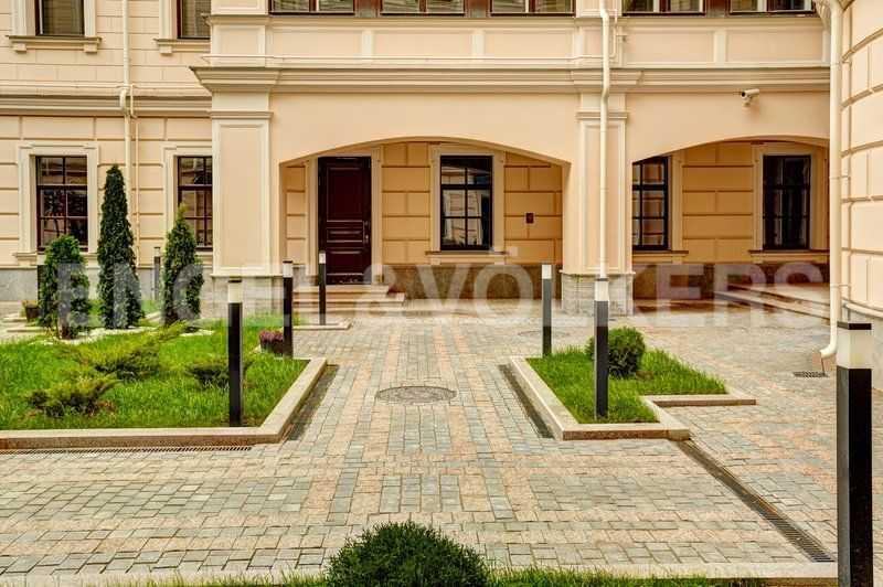 Элитные квартиры в Центральном районе. Санкт-Петербург, наб. Кутузова, 24. Окна СПА-комплекса