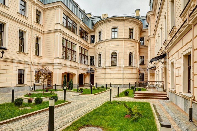 Элитные квартиры в Центральном районе. Санкт-Петербург, наб. Кутузова, 24. Итальянский дворик