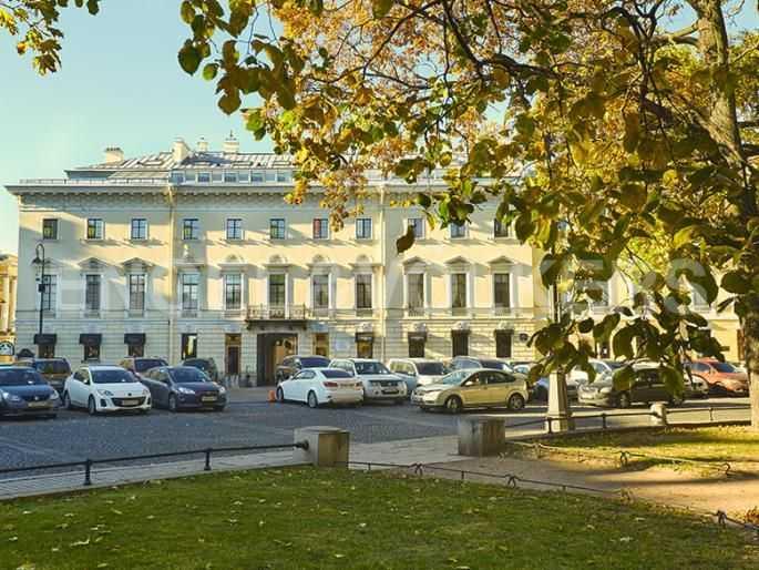 Элитные квартиры в Центральном районе. Санкт-Петербург, Итальянская ул, 4. Фасад дома со стороны площади Искусств