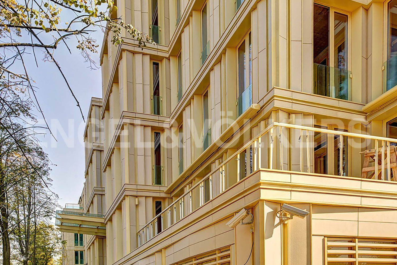 Элитные квартиры на . Санкт-Петербург, Крестовский пр., 12. Фасад дома