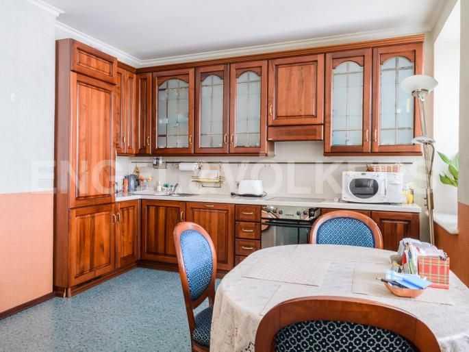 Элитные квартиры в Центральном районе. Санкт-Петербург, Итальянская ул, 4. Встроенная кухня в столовой