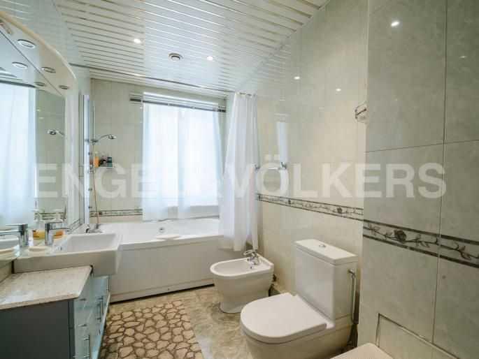 Элитные квартиры в Центральном районе. Санкт-Петербург, Итальянская ул, 4. Ванная комната с окном