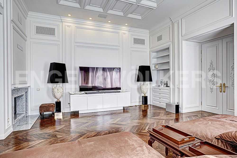 Гостиная с камином. Мебель из коллекций Arte Brotto, Gross и Longhi