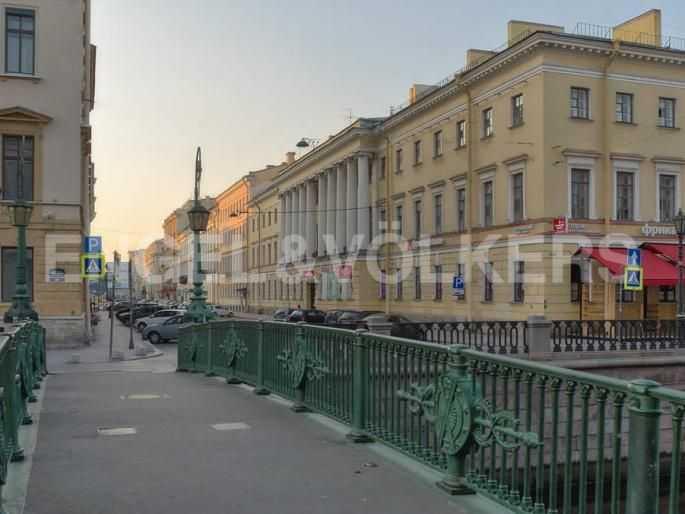 Элитные квартиры в Центральном районе. Санкт-Петербург, Итальянская ул, 4. Итальянский мостик с перспективой Итальянской улицы