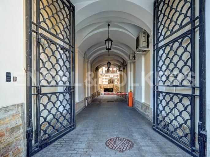 Элитные квартиры в Центральном районе. Санкт-Петербург, Итальянская ул, 4. Контроль доступа на придомовую территорию