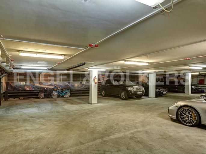 Элитные квартиры в Центральном районе. Санкт-Петербург, Итальянская ул, 4. Отапливаемый паркинг