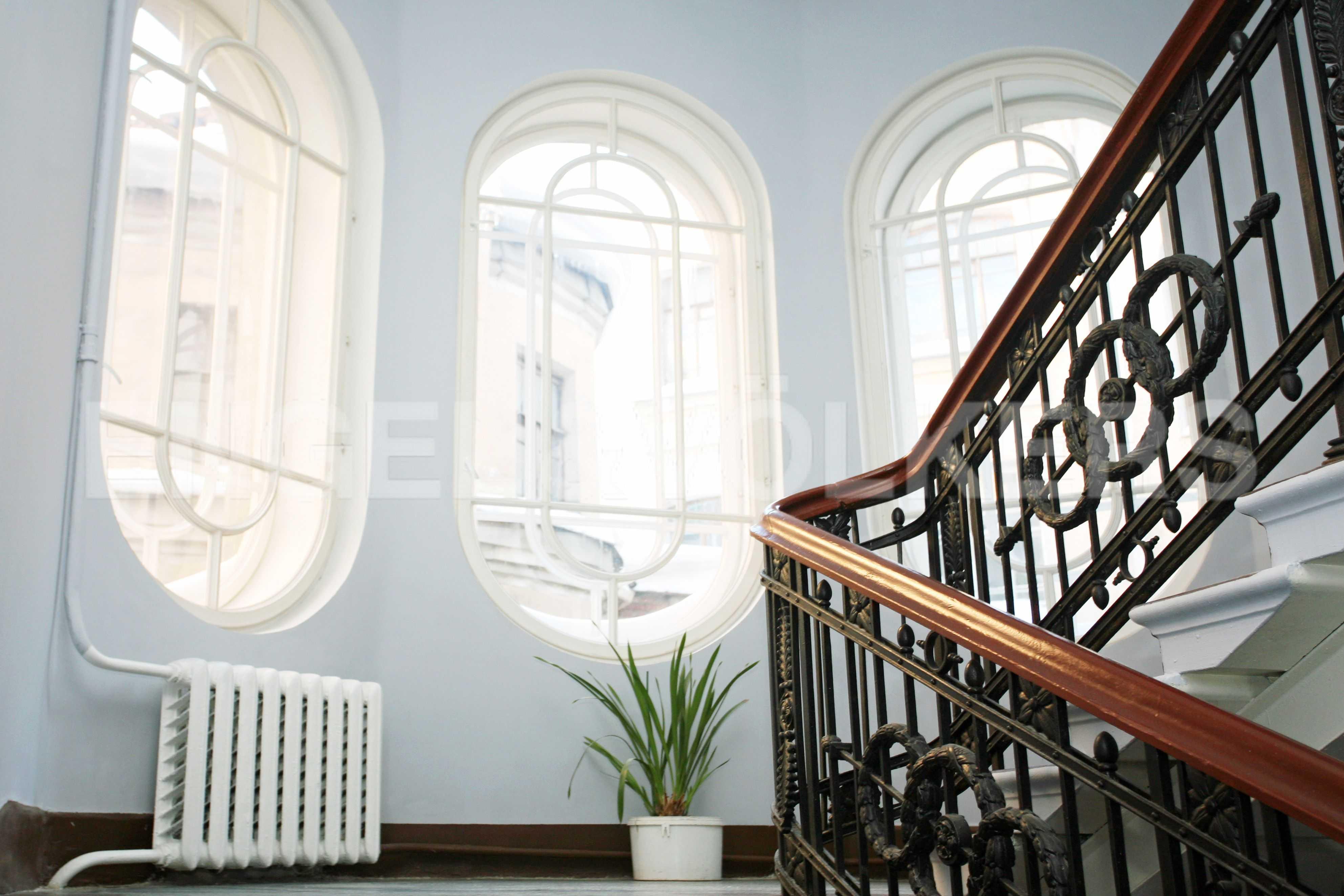 Элитные квартиры в Центральном районе. Санкт-Петербург, Таврическая, 5. Парадная лестница