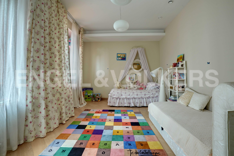 Элитные квартиры на . Санкт-Петербург, наб. Мартынова, 74. Детская спальня
