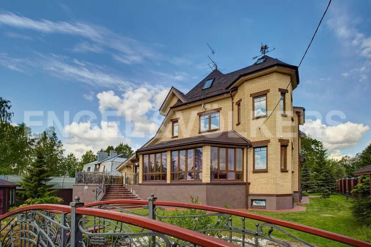 Элитные квартиры в Всеволожском районе. Санкт-Петербург, п.Юкки. Вид дома со стороны закрытой территории