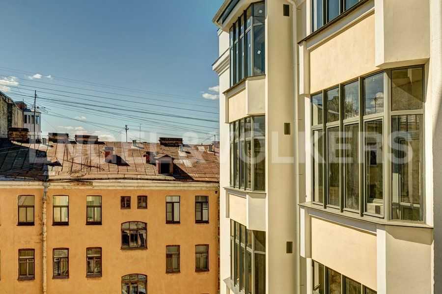 Элитные квартиры в Центральном районе. Санкт-Петербург, 4-я Советская ул, 9. Фасад дома со стороны двора