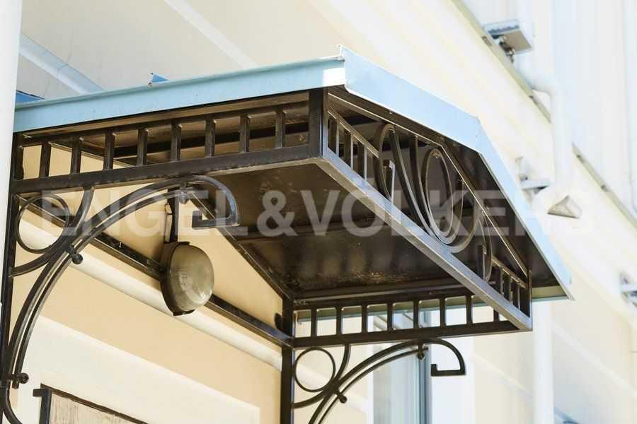 Элитные квартиры в Центральном районе. Санкт-Петербург, 4-я Советская ул, 9 . Элементы фасада