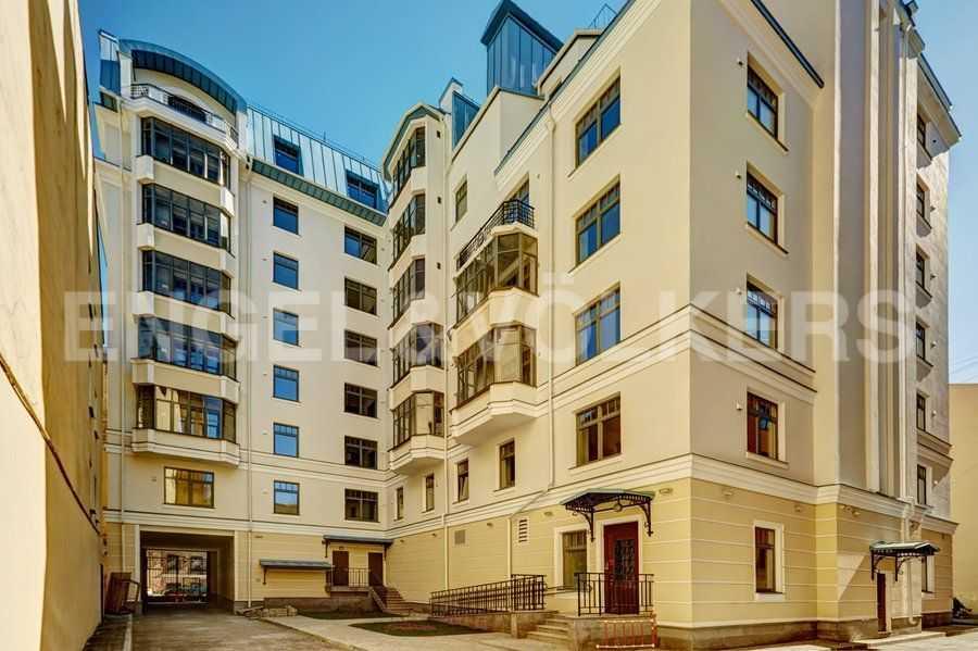 Элитные квартиры в Центральном районе. Санкт-Петербург, 4-я Советская ул, 9 . Вид дома со стороны двора