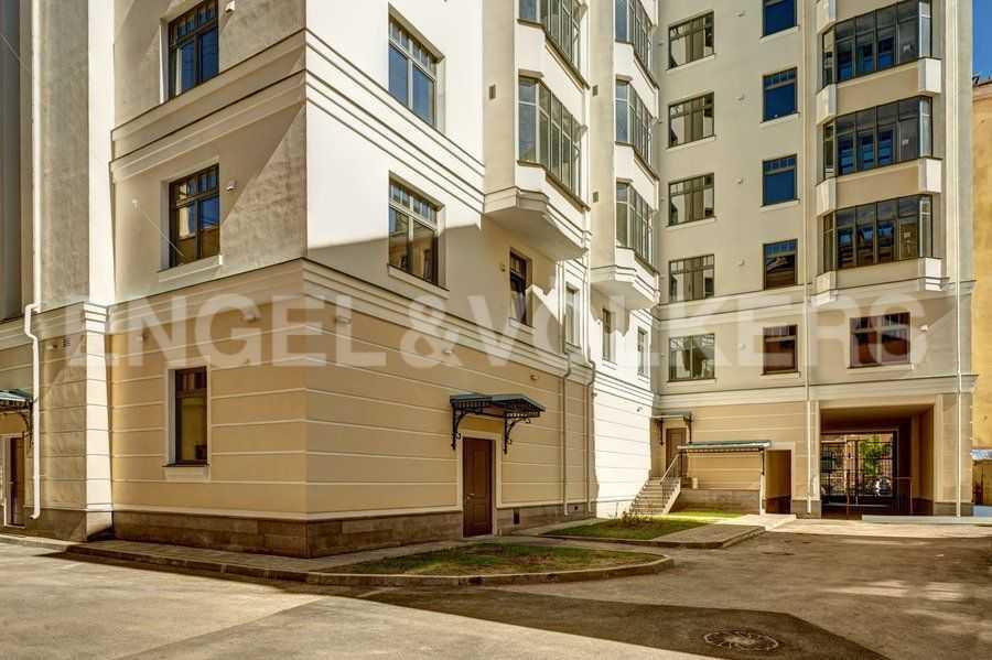 Элитные квартиры в Центральном районе. Санкт-Петербург, 4-я Советская ул, 9. Закрытый внутренний двор