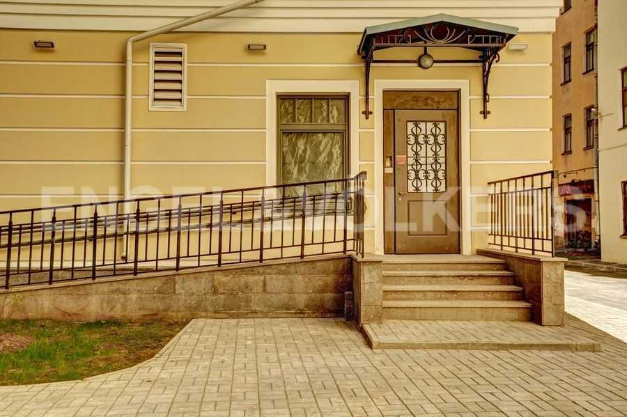 Элитные квартиры в Центральный р-н. Санкт-Петербург, 4-я Советская ул, 9. Входные группы с пандусами